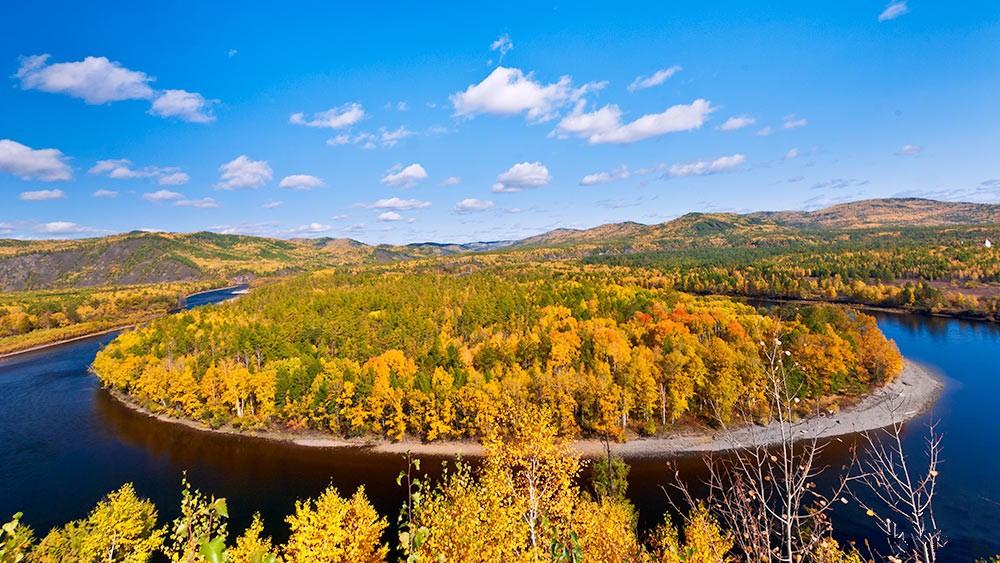 首页 景区 > 内容   在莫尔道嘎国家森林公园内,激流河注入额尔古纳河
